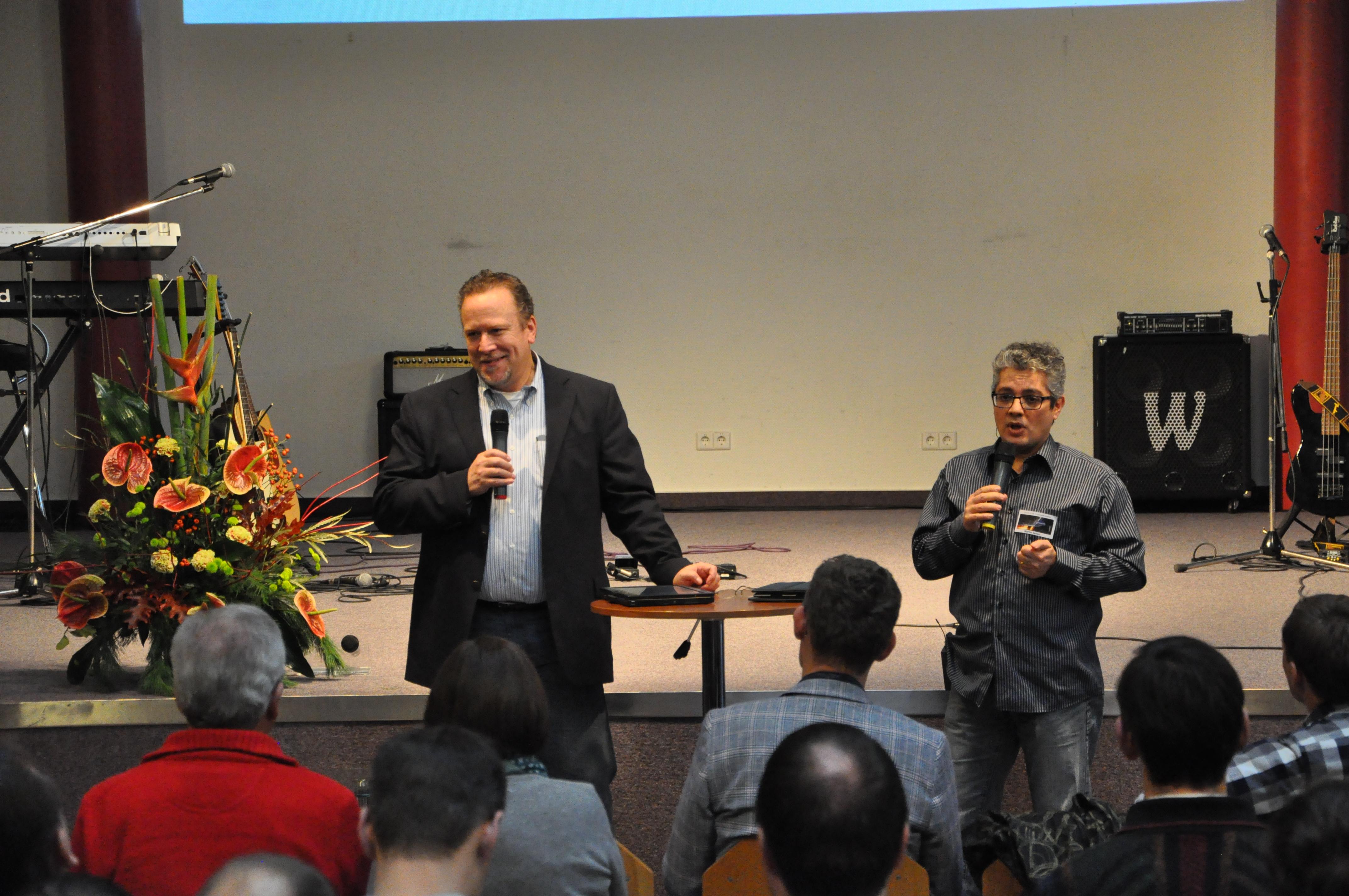 8. Daimler-Christen-Treffen - Bob Fraser mit Übersetzer